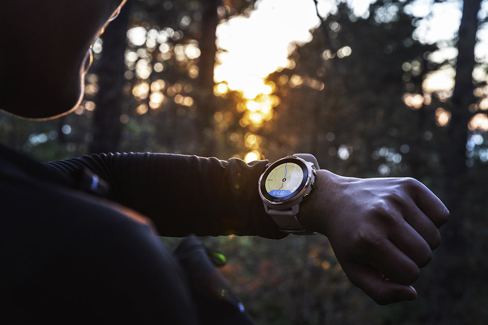 Suunto 7 has terrain maps available for offline use